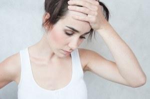 Mögliche Symptome für Eisenmangel: Blässe und Kopfschmerzen